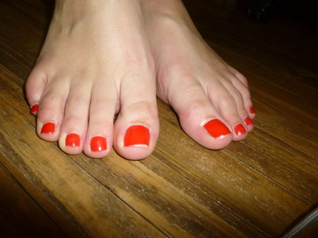 sad feet