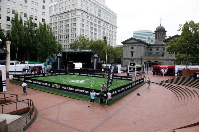 early morning at Pioneer Courthouse Square before the festivities got started