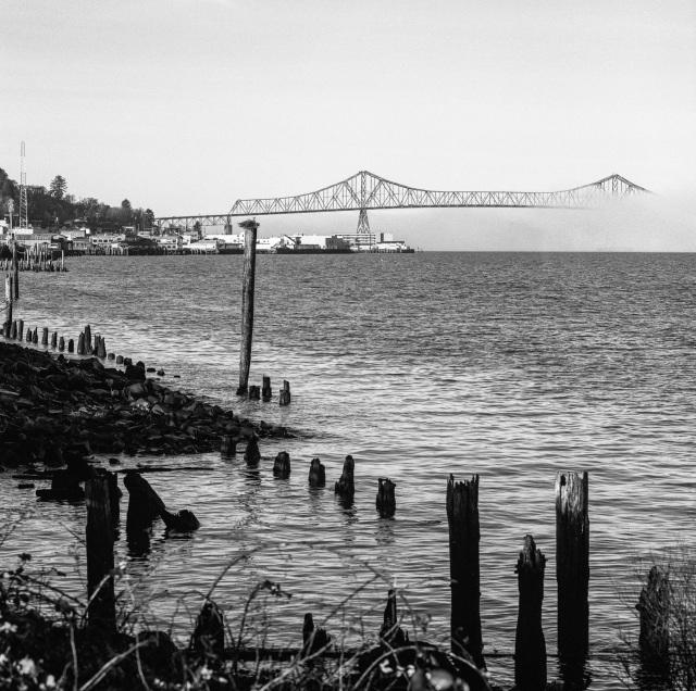 bridging Oregon to Washington